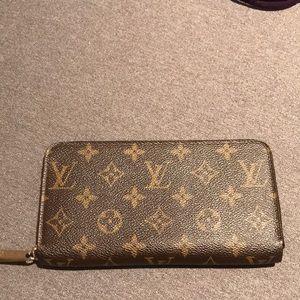 {Louis Vuitton} Zippy wallet